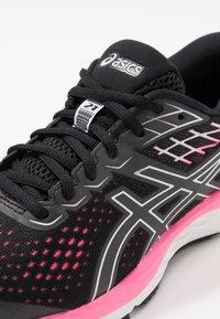 ASICS - GEL-CUMULUS  - Obuwie do biegania treningowe - black - 5