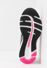 ASICS - GEL-CUMULUS  - Neutral running shoes - black - 4
