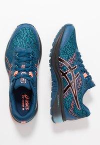 ASICS - GT-1000 8 G-TX - Zapatillas de running neutras - mako blue/black - 1