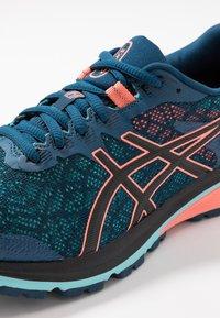 ASICS - GT-1000 8 G-TX - Zapatillas de running neutras - mako blue/black - 5