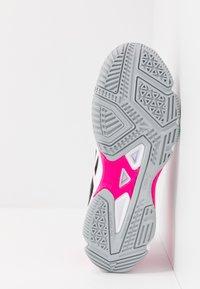 ASICS - GEL-BEYOND MT - Volejbalové boty - black/white - 4