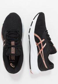 ASICS - GEL-PULSE 11 - Obuwie do biegania treningowe - black/rose gold - 1