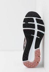 ASICS - GEL-PULSE 11 - Obuwie do biegania treningowe - black/rose gold - 4