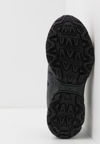 ASICS - GEL-VENTURE 7 WP - Chaussures de running - black/carrier grey - 4