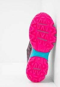 ASICS - GEL-VENTURE 7 WP - Trail running shoes - black/pink - 4