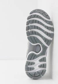 ASICS - GEL-NIMBUS 22 - Scarpe running neutre - white/pure silver - 4