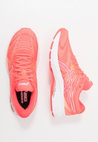 ASICS - GT-2000 8  - Chaussures de running stables - diva pink/white - 1