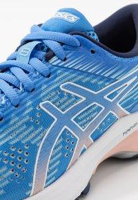 ASICS - GT-2000 8  - Zapatillas de running estables - blue coast/white - 5