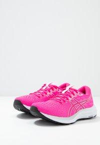 ASICS - GEL-EXCITE 7 - Neutrální běžecké boty - pink glow/white - 2
