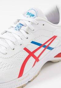 ASICS - GEL-KAYANO 26 - RETRO TOKYO - Zapatillas de running estables - white/classic red - 5