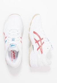 ASICS - GEL-KAYANO 26 - RETRO TOKYO - Zapatillas de running estables - white/classic red - 1