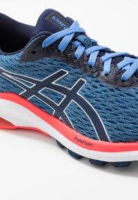 ASICS - GT-1000 9 - Stabilní běžecké boty - blue coast/peacoat - 5