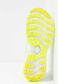 ASICS - GEL-NIMBUS 22 MODERN TOKYO - Laufschuh Neutral - mint tint/safety yellow - 4