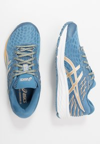 ASICS - GEL-CUMULUS 21 THE NEW STRONG - Obuwie do biegania treningowe - grey floss/champagne - 1