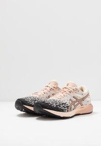 ASICS - DYNAFLYTE 4 - Obuwie do biegania treningowe - cozy pink/rose gold - 2