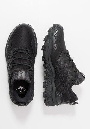GEL-FUJITRABUCO 8 G-TX - Běžecké boty do terénu - black