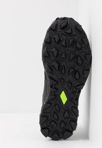 ASICS - GEL-FUJITRABUCO 8 G-TX - Trail running shoes - black - 5