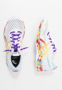 ASICS - GEL-NOOSA TRI 12 - Závodní běžecké boty - white/classic red - 1