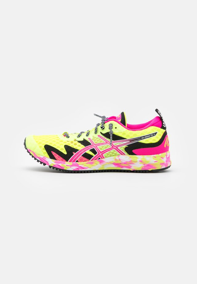 GEL-NOOSA TRI 12 - Závodní běžecké boty - safety yellow/pink glo
