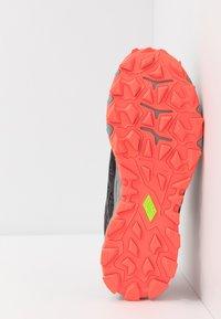 ASICS - GEL-FUJITRABUCO 8 - Trail running shoes - flash coral/sheet rock - 4