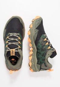 ASICS - GEL-FUJITRABUCO 8 - Chaussures de running - mantle green/black - 1