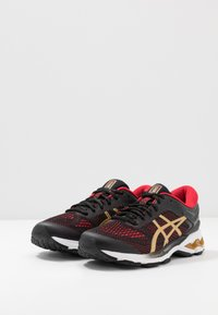 ASICS - GEL-KAYANO 26 - LUCKY - Stabilní běžecké boty - black/pure gold - 2