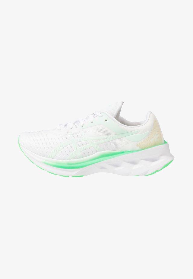 NOVABLAST - Obuwie do biegania treningowe - white/mint tint