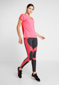 ASICS - CAPSLEEVE - Camiseta estampada - laser pink heather - 1