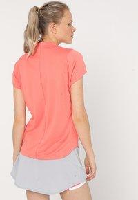 ASICS - PRACTICE  - Print T-shirt - papaya - 2