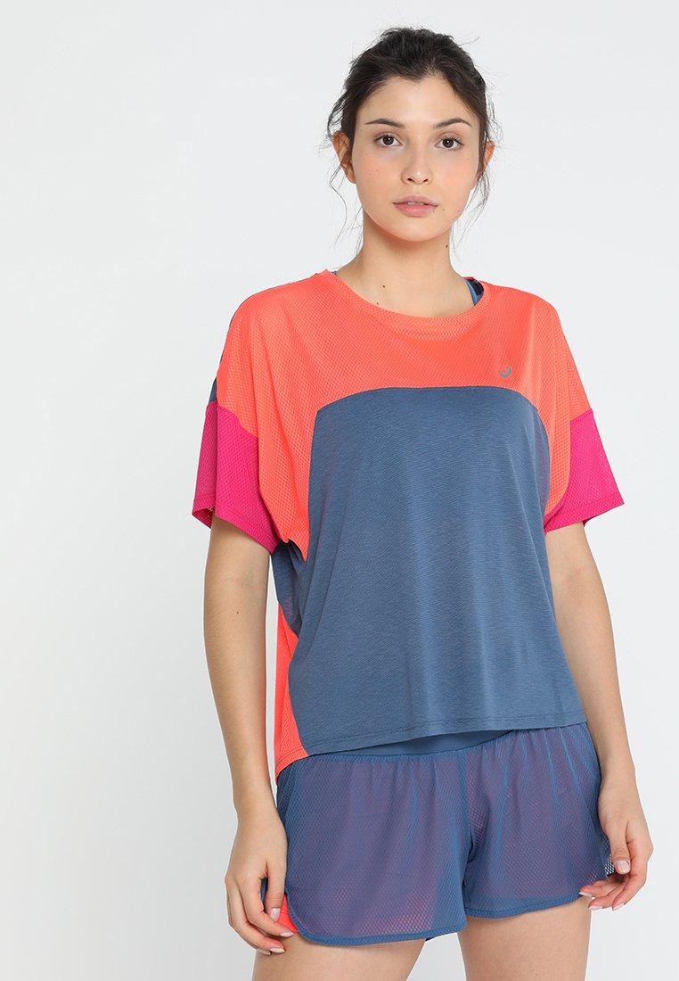 ASICS - STYLE  - T-Shirt print - grand shark/flash coral