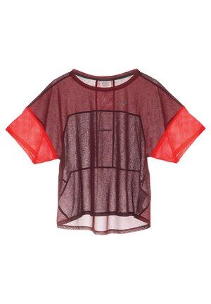 STYLE  - T-shirt z nadrukiem - deep mars/chili flake
