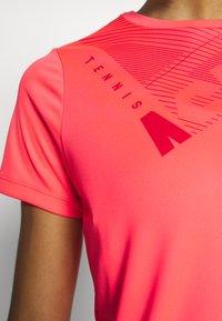 ASICS - PRACTICE GPX TEE - T-shirt z nadrukiem - diva pink - 3
