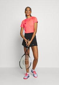 ASICS - PRACTICE GPX TEE - T-shirt z nadrukiem - diva pink - 1