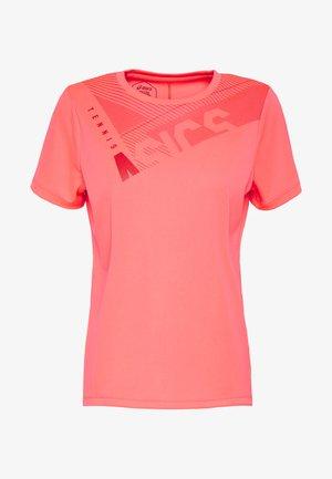 PRACTICE GPX TEE - Print T-shirt - diva pink