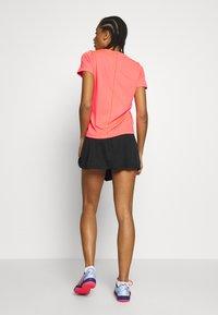 ASICS - PRACTICE GPX TEE - T-shirt z nadrukiem - diva pink - 2