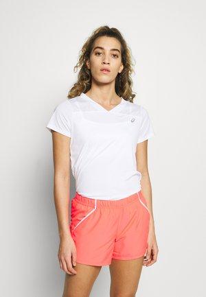 PRACTICE TEE - T-shirt z nadrukiem - brilliant white