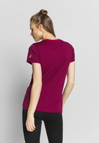 ASICS - T-shirt print - dried berry/classic red - 2