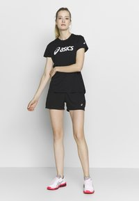 ASICS - SILVER ASICS  - Camiseta estampada - performance black / brilliant white - 1