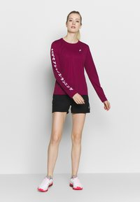ASICS - KATAKANA - Sports shirt - dried berry