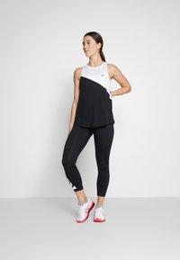 ASICS - TOKYO TANK - T-shirt de sport - brilliant white/performance black - 1