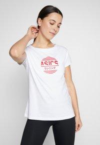 ASICS - TOKYO GRAPHIC TEE - Print T-shirt - brilliant white - 0
