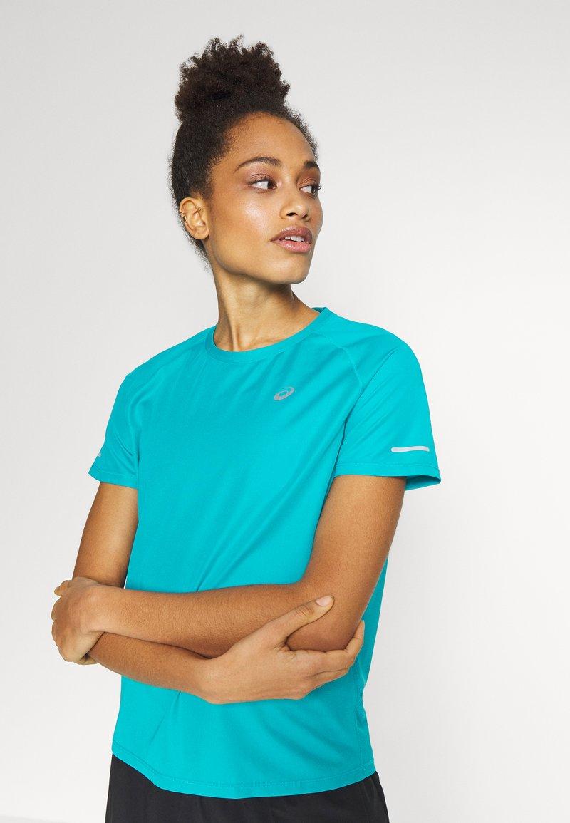 ASICS - VENTILATE - T-shirt z nadrukiem - lagoon