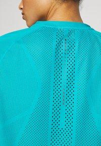 ASICS - VENTILATE - T-shirt z nadrukiem - lagoon - 5