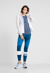 ASICS - COLOR BLOCK CROPPED - Leggings - mako blue - 1