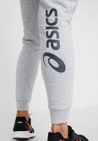 ASICS - BIG LOGO PANT - Pantaloni sportivi - mid grey heather/dark grey - 3