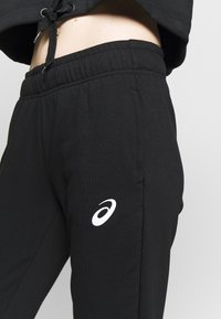 ASICS - BIG LOGO PANT - Teplákové kalhoty - performance black/brilliant white - 3