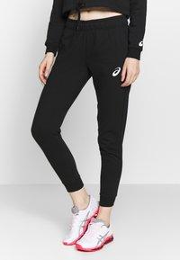 ASICS - BIG LOGO PANT - Teplákové kalhoty - performance black/brilliant white - 0