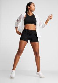 ASICS - EMPOW HER SHORT - Sports shorts - performance black/graphite grey - 1