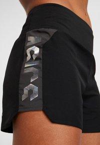ASICS - EMPOW HER SHORT - Sports shorts - performance black/graphite grey - 6