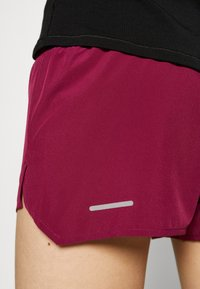 ASICS - ROAD SHORT - Sports shorts - dried berry - 3